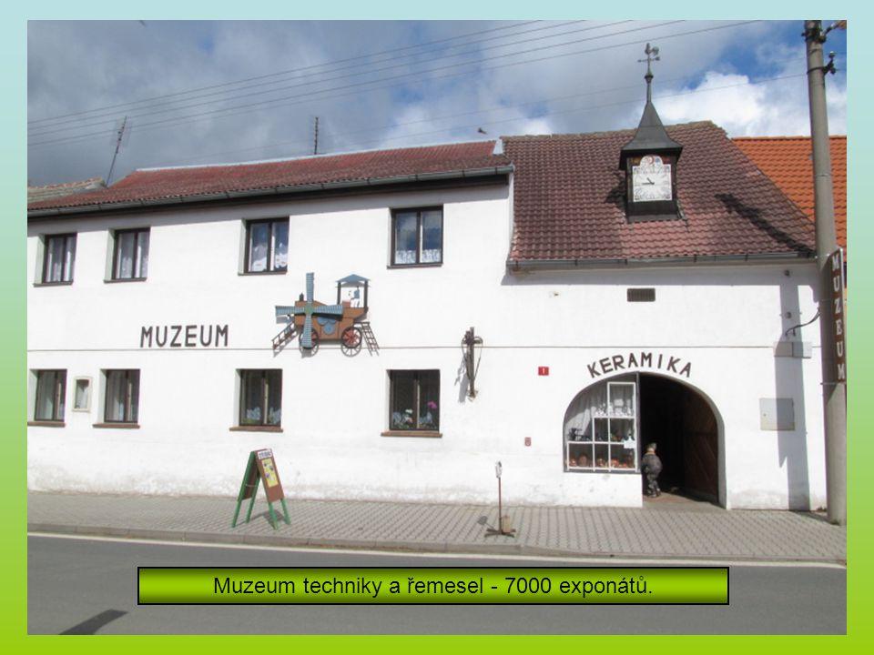 Muzeum techniky a řemesel - 7000 exponátů.