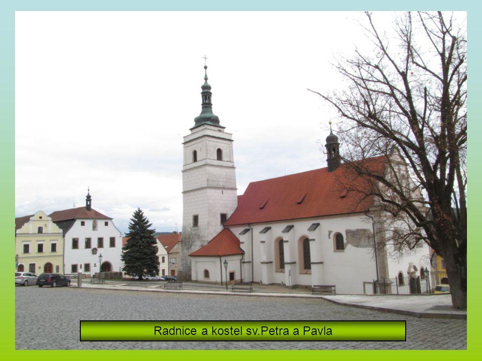 Radnice a kostel sv.Petra a Pavla