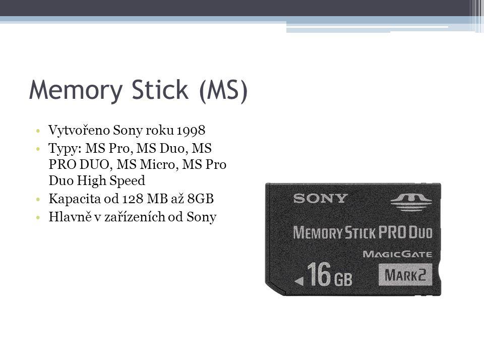 Memory Stick (MS) Vytvořeno Sony roku 1998 Typy: MS Pro, MS Duo, MS PRO DUO, MS Micro, MS Pro Duo High Speed Kapacita od 128 MB až 8GB Hlavně v zaříze