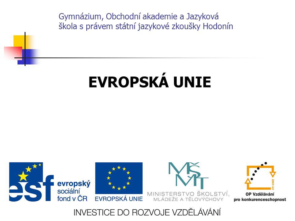 RADA EU ministři vlád členských zemí hlavní rozhodovací instituce EU schvaluje zákony, hospodářství, rozpočet EU, koordinuje zahraniční politiku a soudy EU Sídlo Brusel EVROPSKÁ KOMISE výkonný orgán EU, 27 členů sídlo Brusel Předseda EK - J osé Manuel Barroso 6.