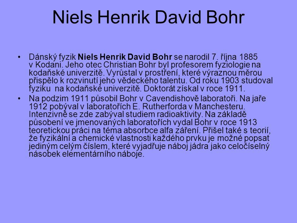 Dánský fyzik Niels Henrik David Bohr se narodil 7. října 1885 v Kodani. Jeho otec Christian Bohr byl profesorem fyziologie na kodaňské univerzitě. Vyr