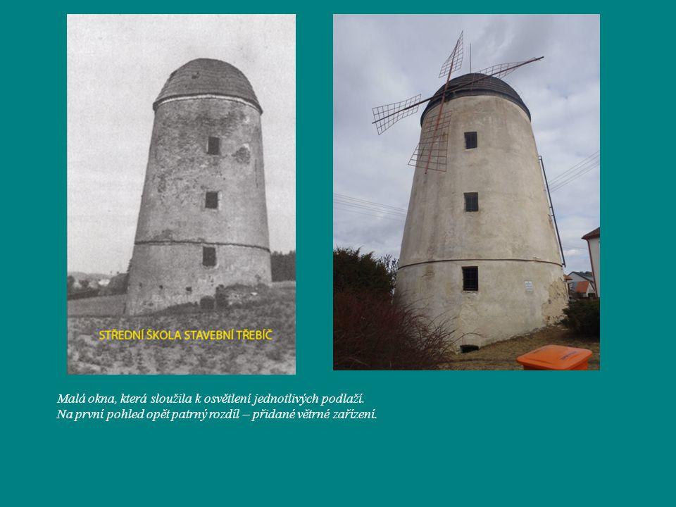 Fotografie dokládající, že původní a současná podoba mlýna se (až na přidané větrné zařízení) téměř nezměnila.