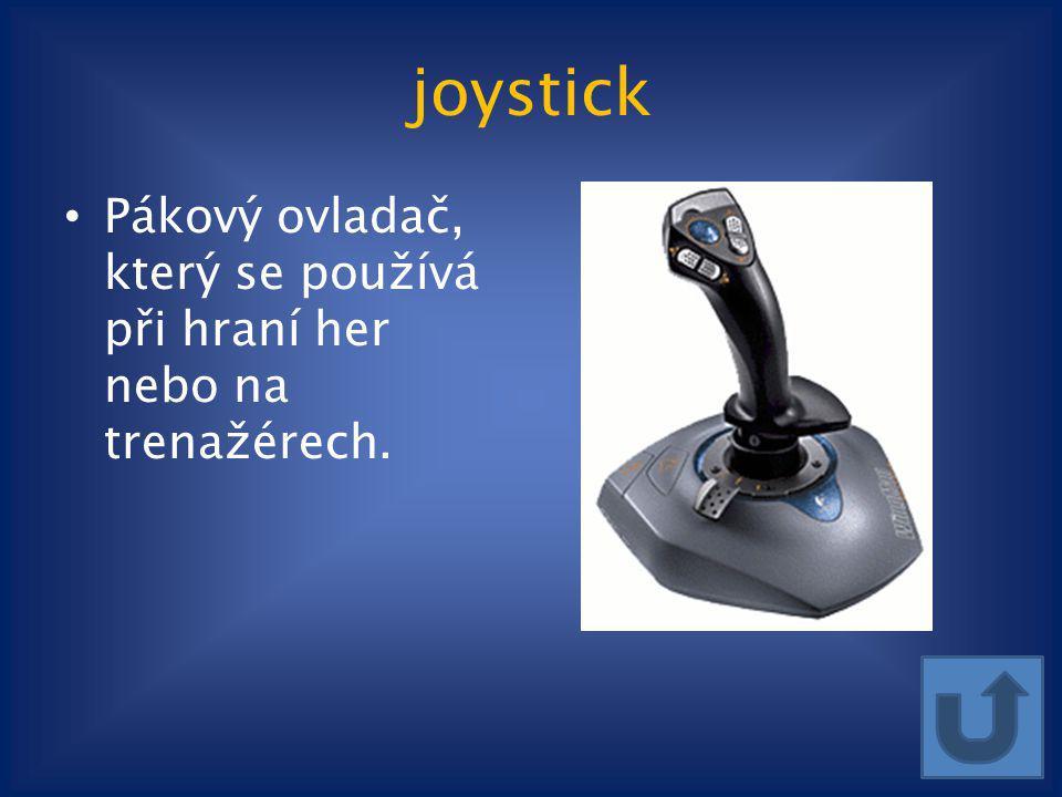 joystick Pákový ovladač, který se používá při hraní her nebo na trenažérech.