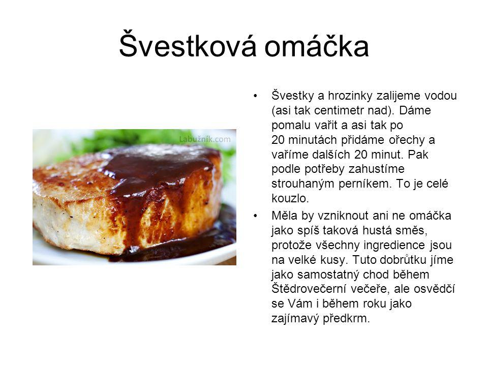 Švestková omáčka Švestky a hrozinky zalijeme vodou (asi tak centimetr nad).