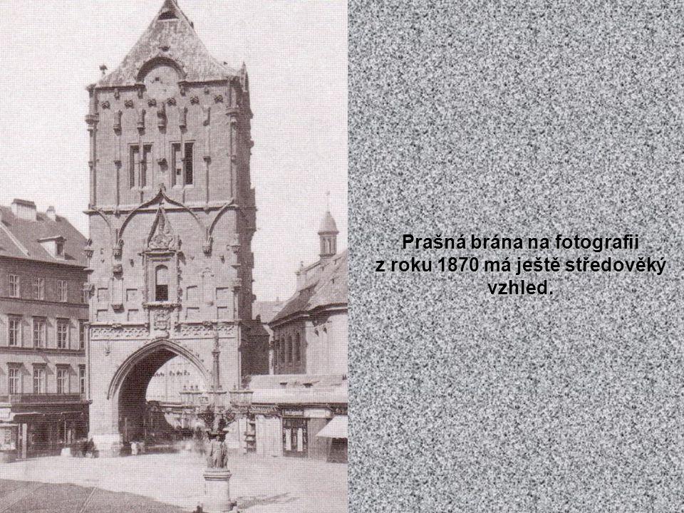 Pohled na Týnský chrám z přelomu 19. a 20.