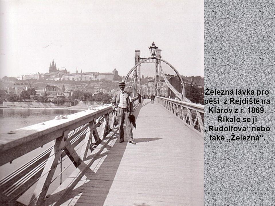 Na Malostranském náměstí stála kdysi socha maršálka Radeckého.