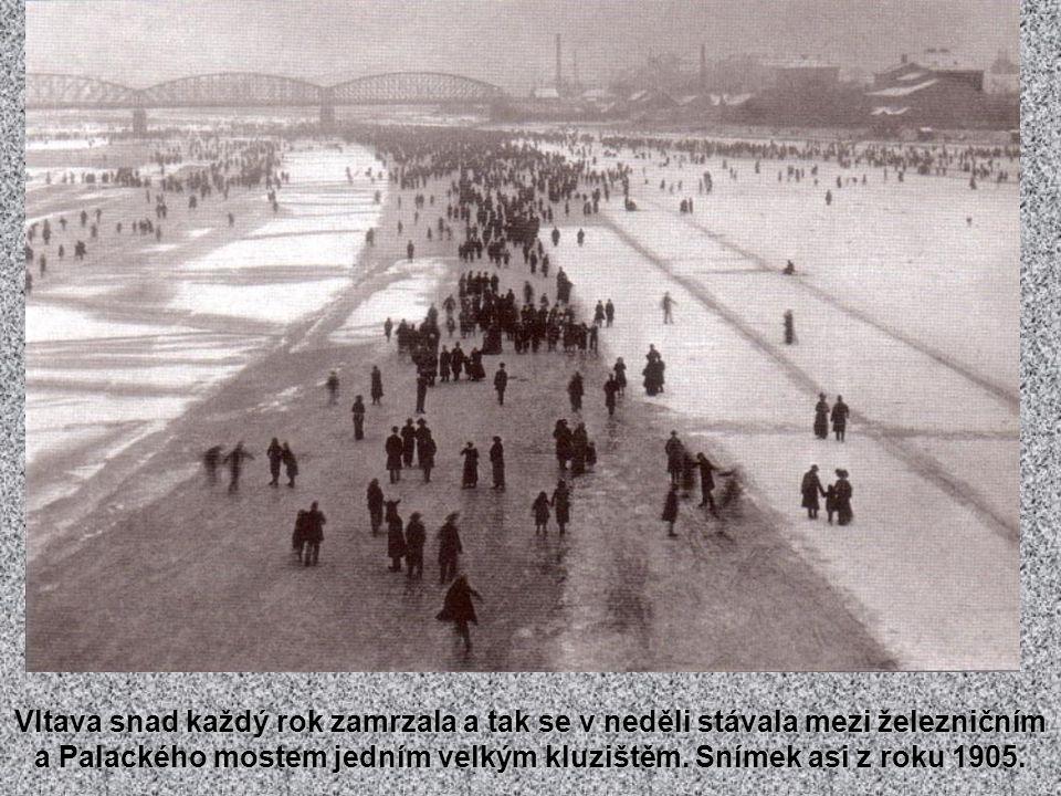 Krátké nahlédnutí do Podskalí, kde obvykle končili vltavští voraři.