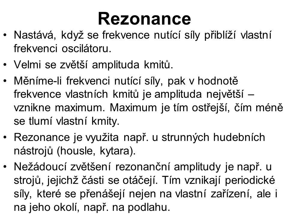 Rezonance Nastává, když se frekvence nutící síly přiblíží vlastní frekvenci oscilátoru.