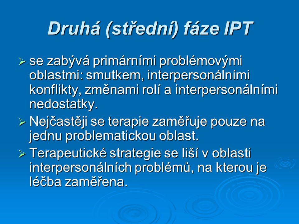 Druhá (střední) fáze IPT  se zabývá primárními problémovými oblastmi: smutkem, interpersonálními konflikty, změnami rolí a interpersonálními nedostat