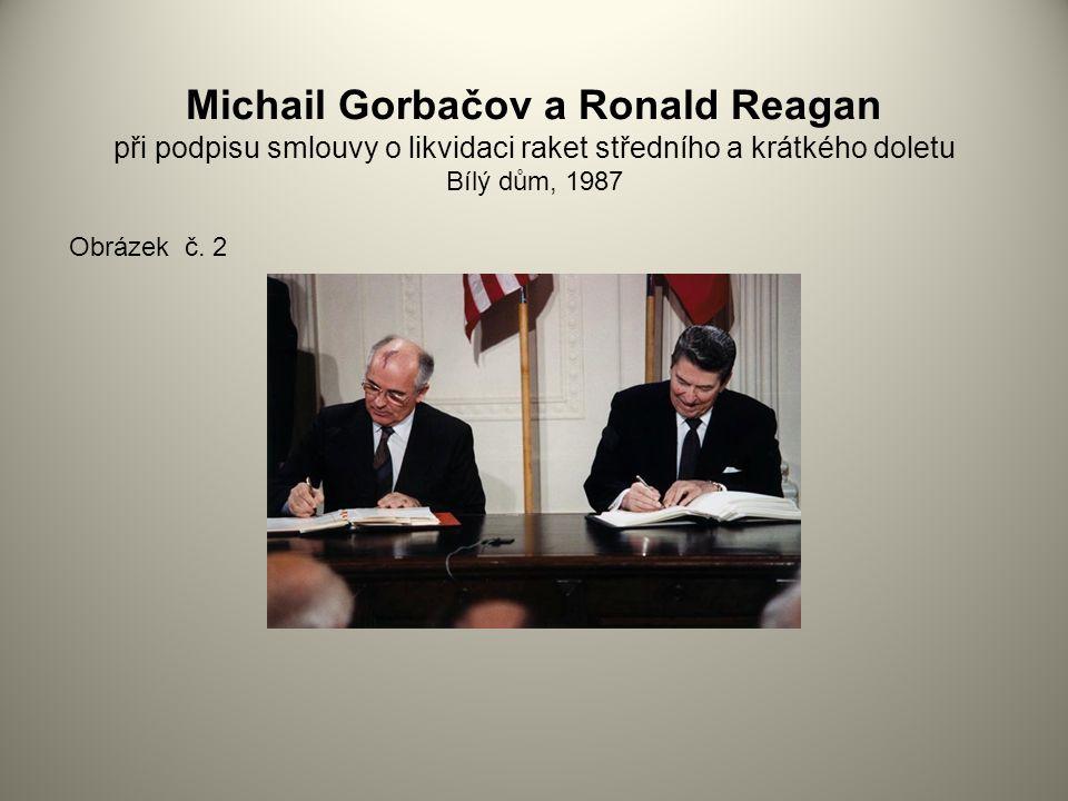 Michail Gorbačov a Ronald Reagan při podpisu smlouvy o likvidaci raket středního a krátkého doletu Bílý dům, 1987 Obrázek č.