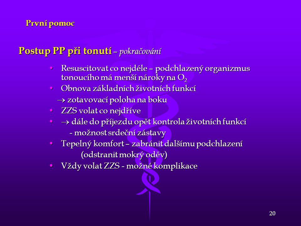 20 První pomoc Postup PP při tonutí – pokračování Resuscitovat co nejdéle – podchlazený organizmus tonoucího má menší nároky na O 2Resuscitovat co nej