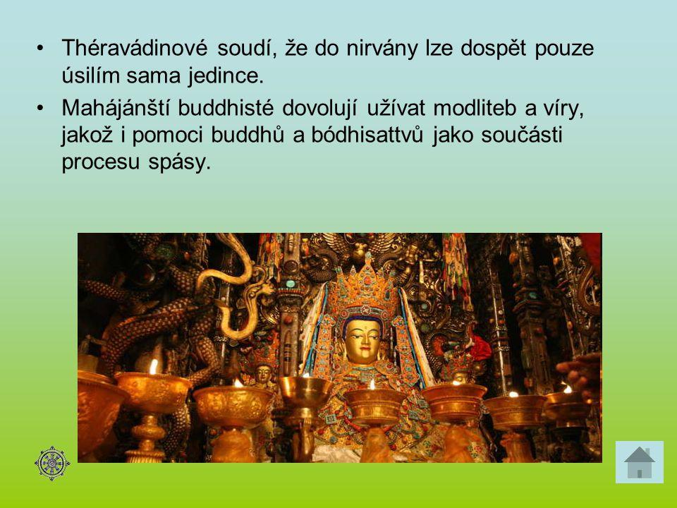 Théravádinové soudí, že do nirvány lze dospět pouze úsilím sama jedince. Mahájánští buddhisté dovolují užívat modliteb a víry, jakož i pomoci buddhů a