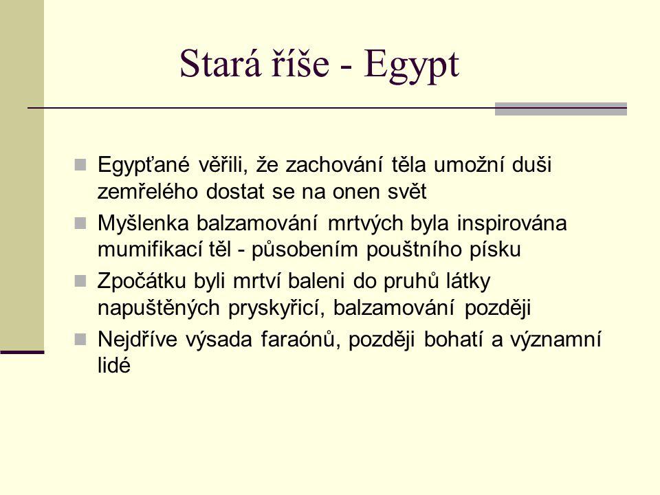 Stará říše - Egypt Egypťané věřili, že zachování těla umožní duši zemřelého dostat se na onen svět Myšlenka balzamování mrtvých byla inspirována mumif