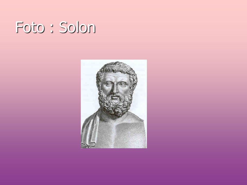 Athéňané milovali umění,literaturu i filozofii.Attické nářečí,kterým se v Athénách mluvilo se stalo základem klasické řečtiny,protože mnoho významných literárních i vědeckých děl zniklo právě zde.