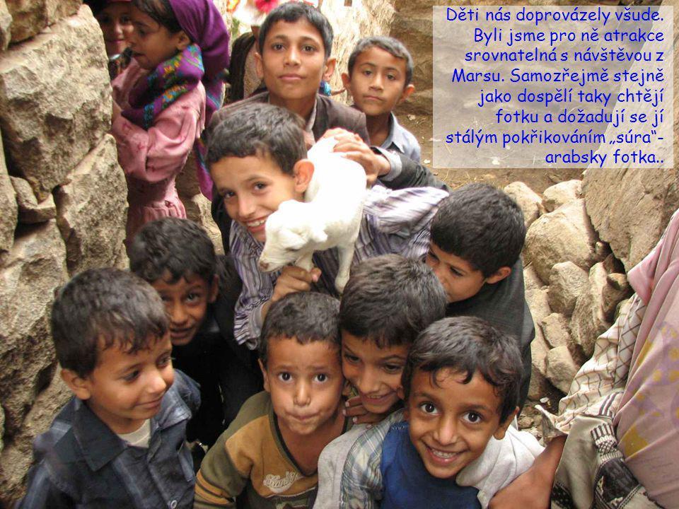 Jemenci jsou jedním z nejpřátelštějších národů, co jsem kdy poznal. K cizincům se chovají uctivě a pohostinně a strašně rádi se fotí (zadarmo - stačí