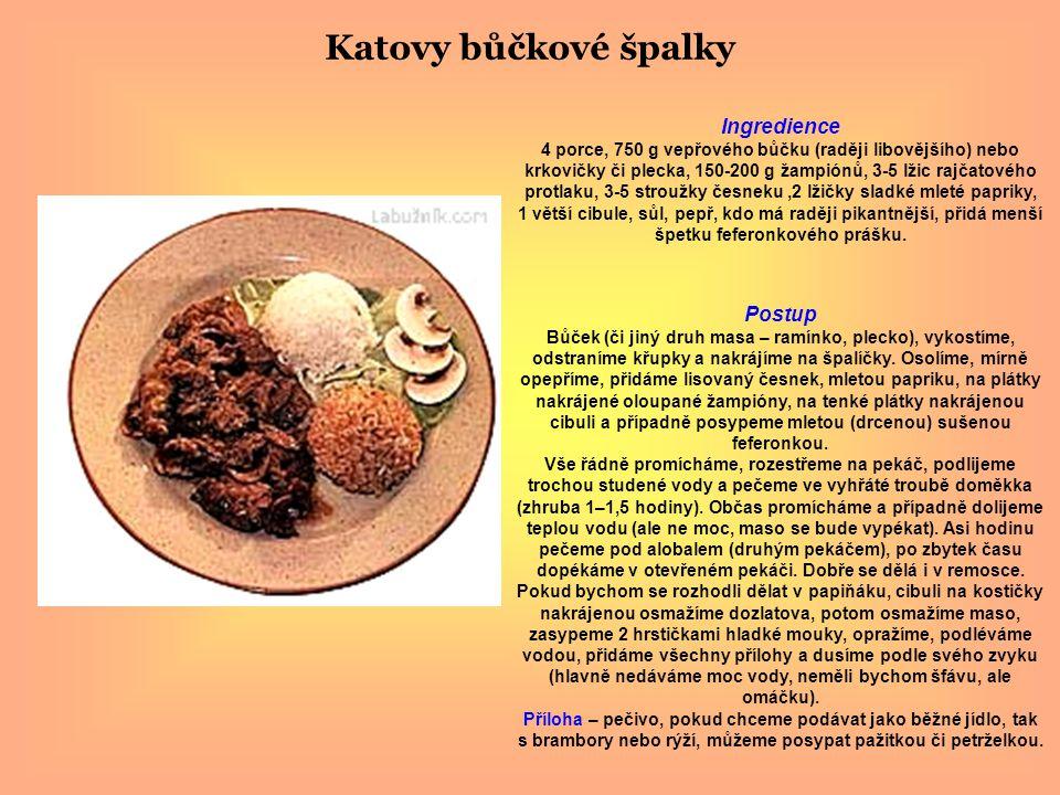 Katovy bůčkové špalky Ingredience 4 porce, 750 g vepřového bůčku (raději libovějšího) nebo krkovičky či plecka, 150-200 g žampiónů, 3-5 lžic rajčatového protlaku, 3-5 stroužky česneku,2 lžičky sladké mleté papriky, 1 větší cibule, sůl, pepř, kdo má raději pikantnější, přidá menší špetku feferonkového prášku.