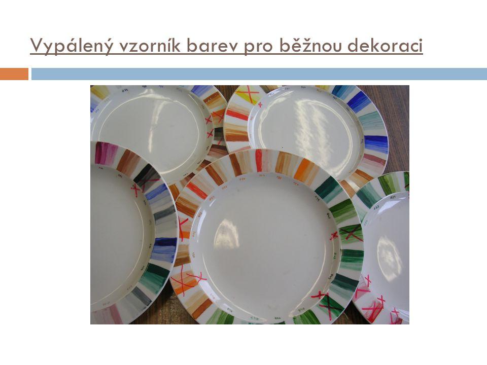 Barva používaná v této dekoraci  Pro dekoraci na suchý střep se barva rozdělává pouze s vodou.