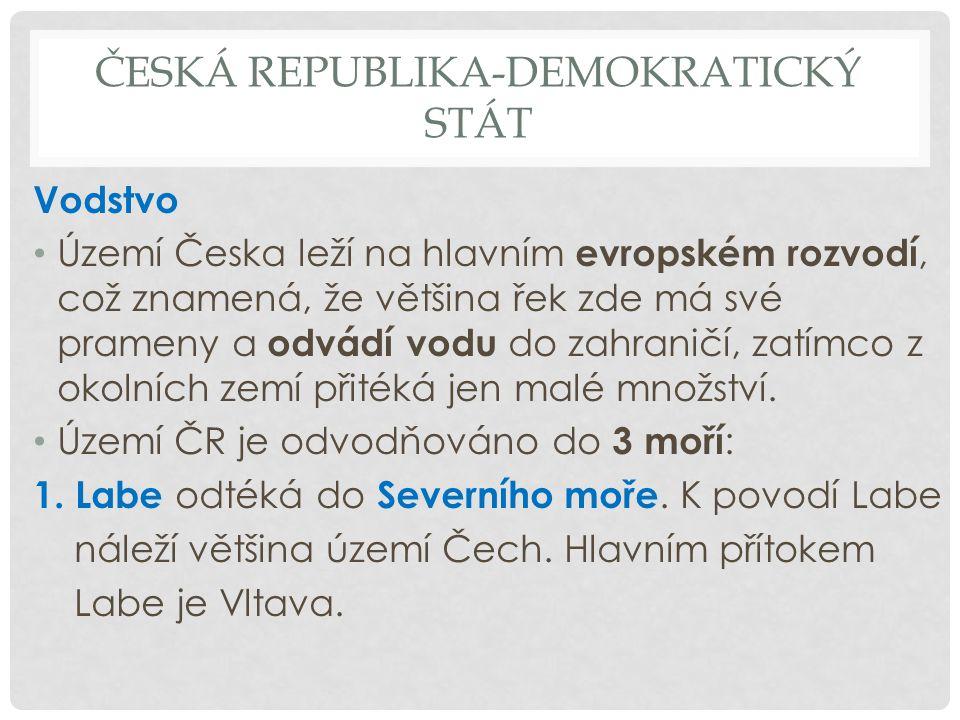 ČESKÁ REPUBLIKA-DEMOKRATICKÝ STÁT Vodstvo Území Česka leží na hlavním evropském rozvodí, což znamená, že většina řek zde má své prameny a odvádí vodu