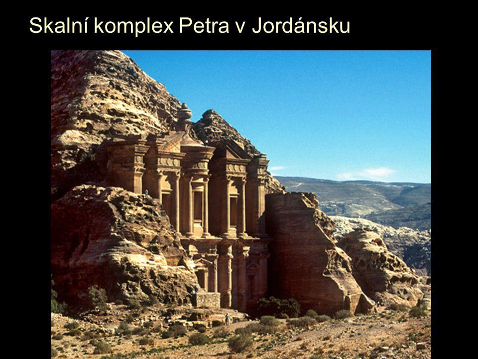 Skalní komplex Petra v Jordánsku
