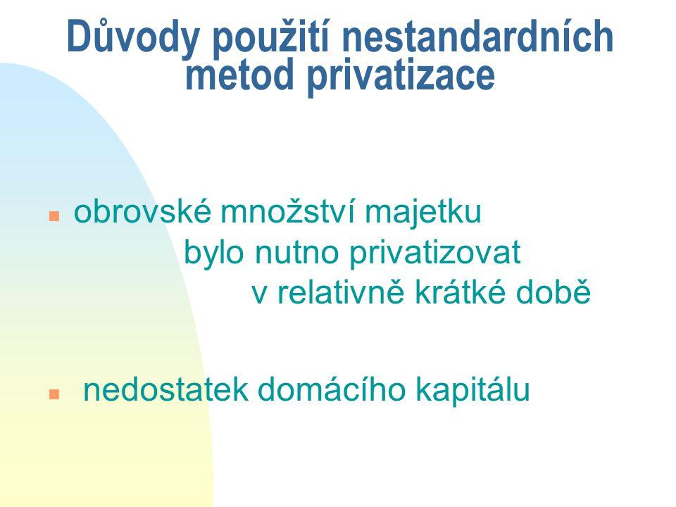 PRIVATIZACE BANK V POLSKU (a) u kromě 9 regionálních bank, vzniklých rozdělením komerčního portfolia NBP, další banky privatizovány n Bank Handlowy (1998) u privatizace úspěšně načasovaná transformace z banky pro ZO v banku univerzální velice rychlá privatizace růst kapitálových trhů u ve veřejné aukci 60 % akcií drobní domácí investoři 15 %, institucionální investoři domácí i zahraniční 30 %, 7,14 % zaměstnanci, 42,86 % strategickým investorům, tj.