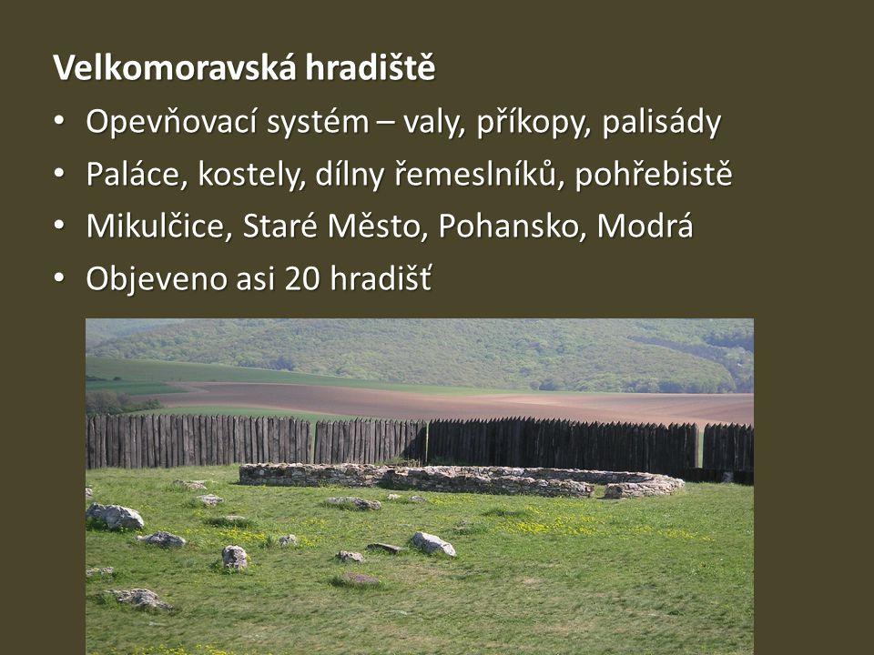 Velkomoravská hradiště Opevňovací systém – valy, příkopy, palisády Opevňovací systém – valy, příkopy, palisády Paláce, kostely, dílny řemeslníků, pohř