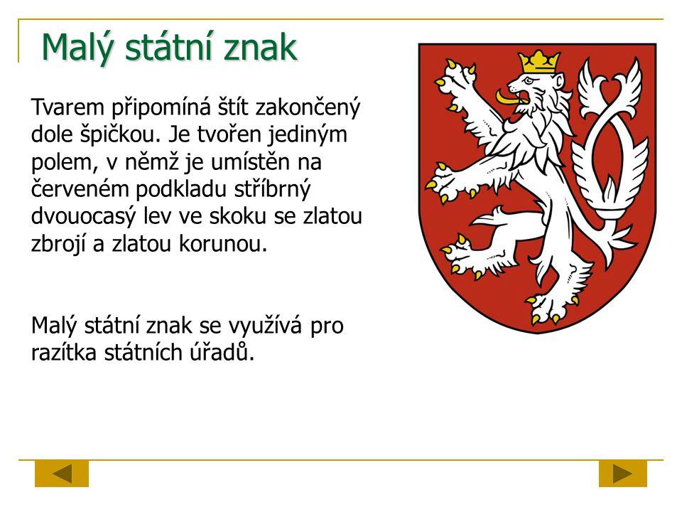 Malý státní znak Tvarem připomíná štít zakončený dole špičkou. Je tvořen jediným polem, v němž je umístěn na červeném podkladu stříbrný dvouocasý lev