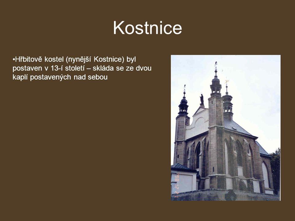Kostnice Hřbitově kostel (nynější Kostnice) byl postaven v 13-í století – skláda se ze dvou kaplí postavených nad sebou