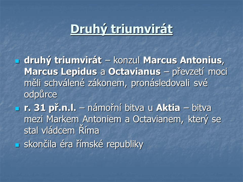 Druhý triumvirát druhý triumvirát – konzul Marcus Antonius, Marcus Lepidus a Octavianus – převzetí moci měli schválené zákonem, pronásledovali své odp