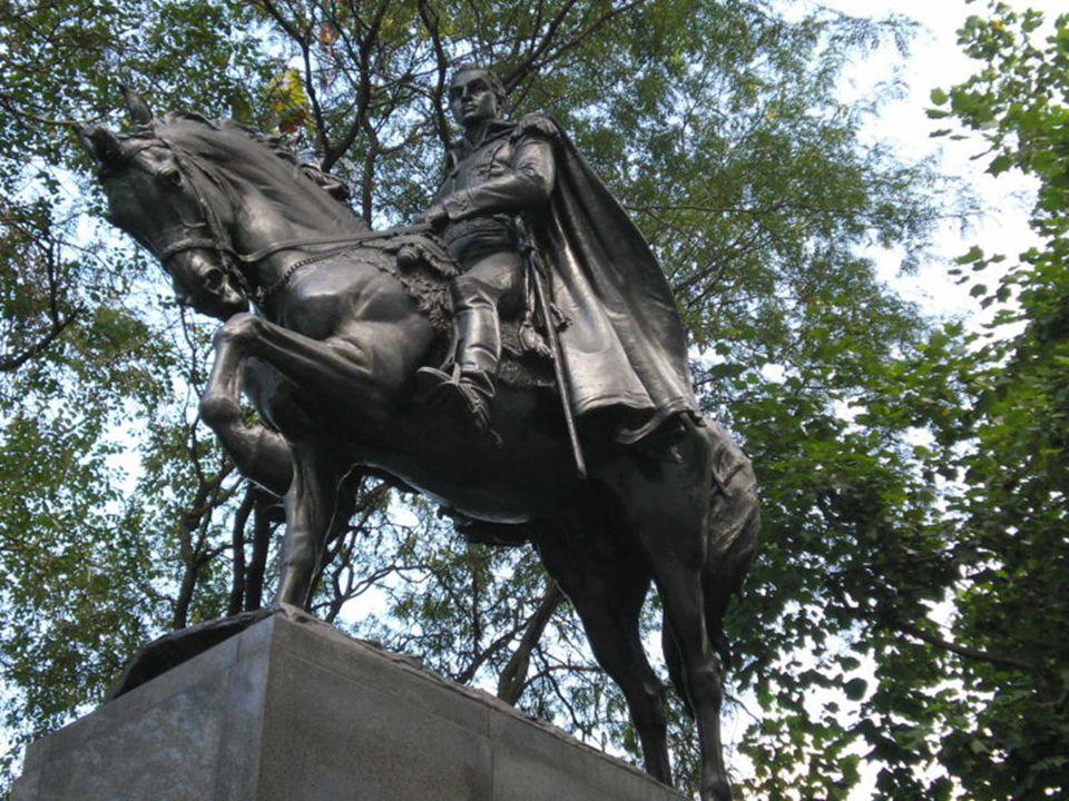 Památník Simóna Bolívara, Sixth Avenue, vstup do Central Parku v New York City