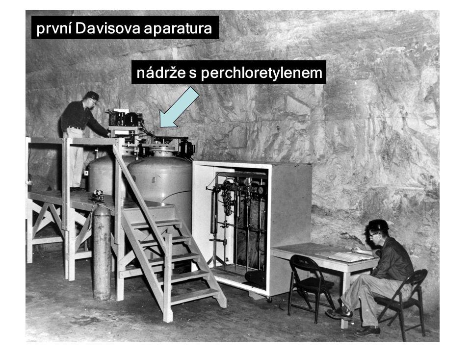 první Davisova aparatura nádrže s perchloretylenem
