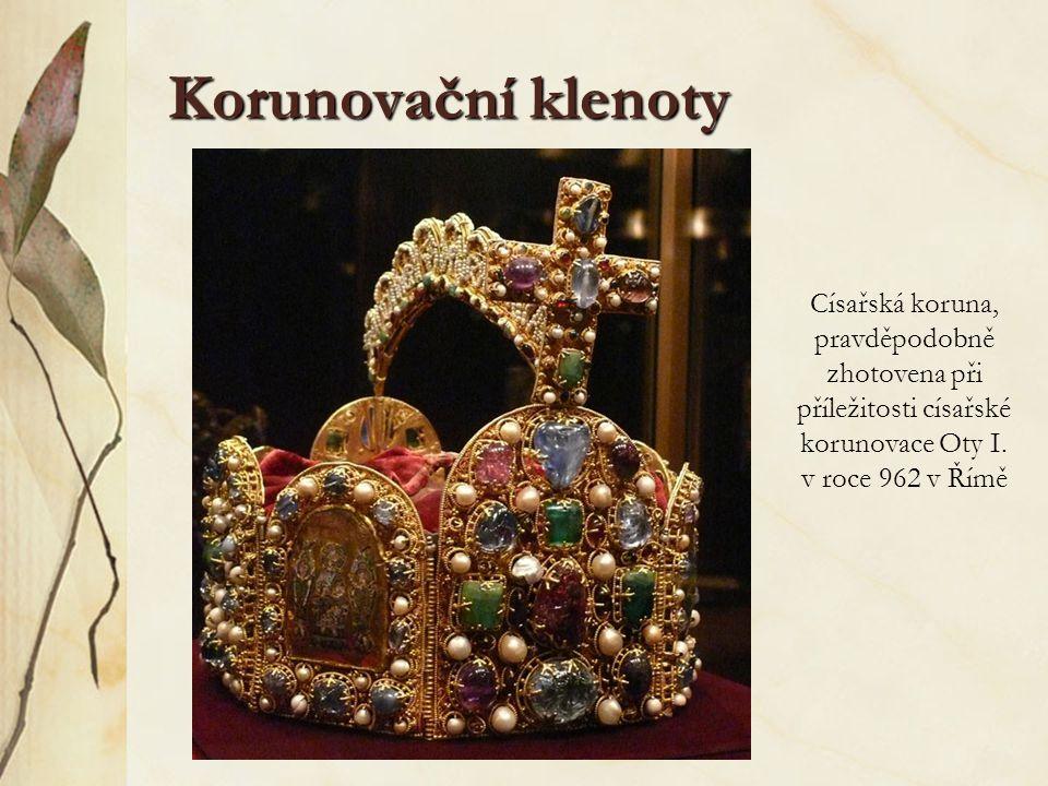 Korunovační klenoty Císařská koruna, pravděpodobně zhotovena při příležitosti císařské korunovace Oty I. v roce 962 v Římě