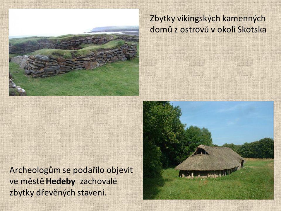 Archeologům se podařilo objevit ve městě Hedeby zachovalé zbytky dřevěných stavení. Zbytky vikingských kamenných domů z ostrovů v okolí Skotska