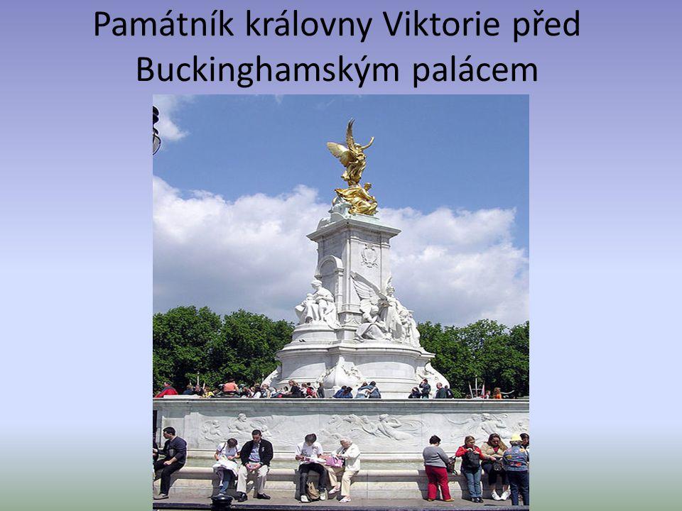 Památník královny Viktorie před Buckinghamským palácem