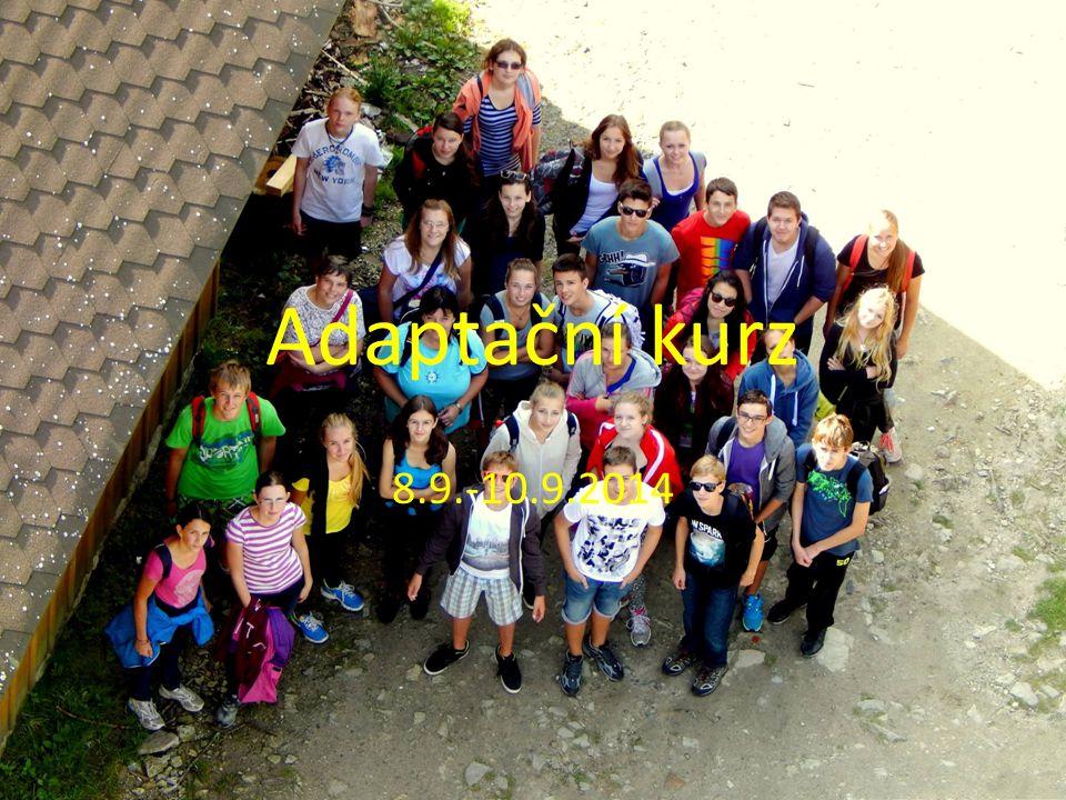 V pondělí o půl 9.jsme odjížděli od našeho gymnázia na náš společný adaptační kurz.