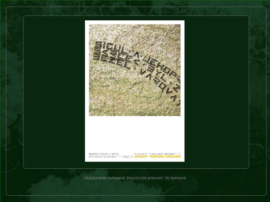 Bronzový poklad – úprava historicky významné lokality Děti, které na úpravě lokality pomáhají, se učí razit nečínské bronzové písmo do hliněných desek.