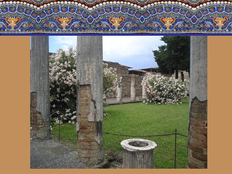 Faunův dům-jedna z nejbohatších budov ve městě. Zaujímala prostor celého bloku. Byla postavena v druhém století n.l. v hellenistické architektuře vkus