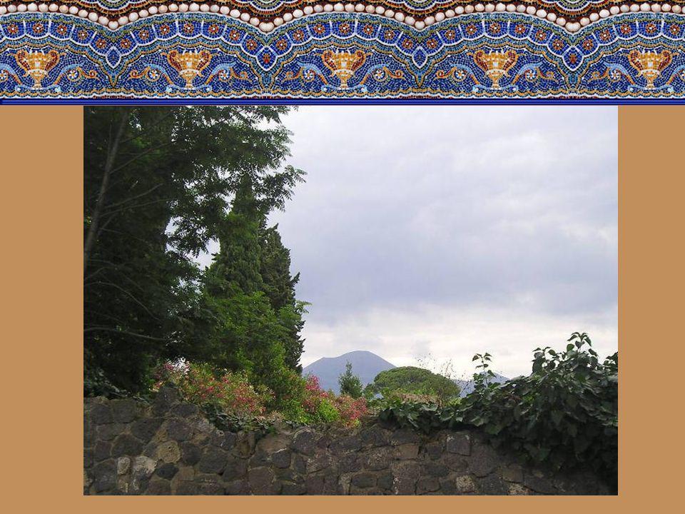 Při pohledu na mohutné panorama Vesuvu nám dojde celá katastrofa. Zemětřesení, pak opravy města. Vesuv vypustí oblak značící jeho probuzení a lidé prc