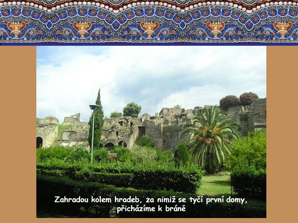 Město jménem Pompeje se zrodilo v čase starého Říma na úpatí Vesuvu. Nalézalo se na cestě mezi severem a jihem, mezi mořem a bohatými údolími ve vnitr