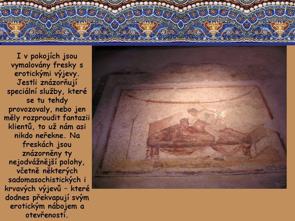 I v pokojích jsou vymalovány fresky s erotickými výjevy.