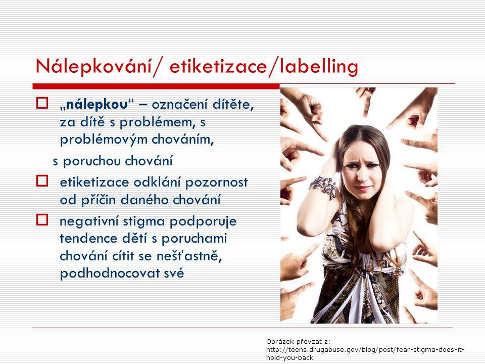 """Nálepkování/ etiketizace/labelling  """"nálepkou"""" – označení dítěte, za dítě s problémem, s problémovým chováním, s poruchou chování  etiketizace odklá"""