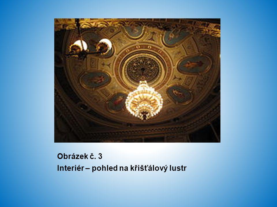 Obrázek č. 3 Interiér – pohled na křišťálový lustr