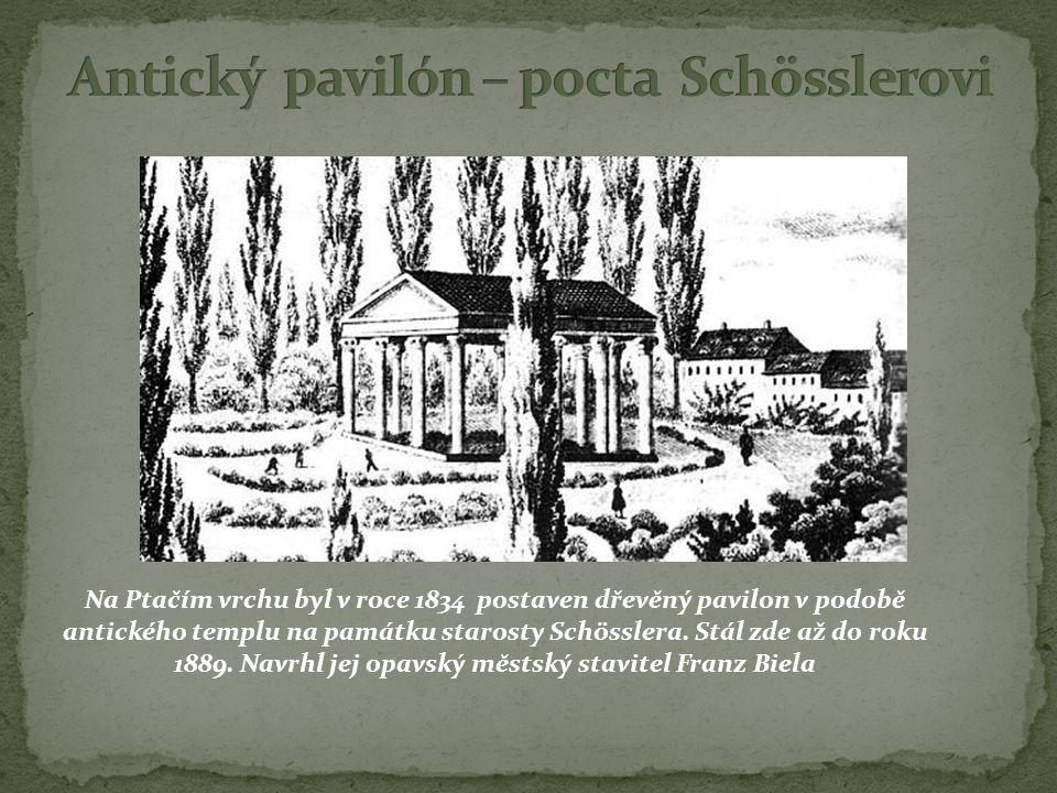 Na Ptačím vrchu byl v roce 1834 postaven dřevěný pavilon v podobě antického templu na památku starosty Schösslera. Stál zde až do roku 1889. Navrhl je