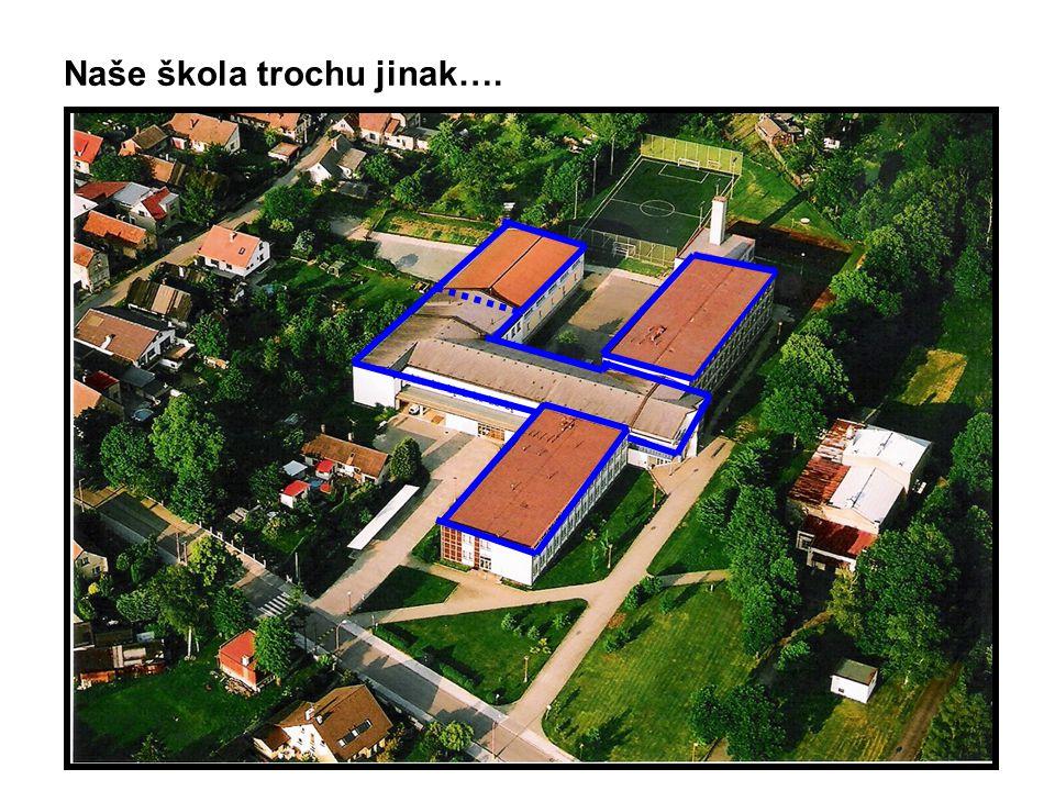 Vypočítej výměru plochy zastavěné školními pavilony.