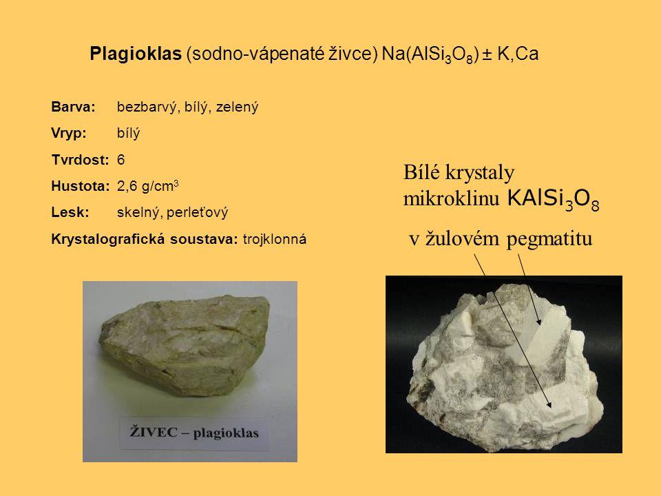 Plagioklas (sodno-vápenaté živce) Na(AlSi 3 O 8 ) ± K,Ca Barva:bezbarvý, bílý, zelený Vryp:bílý Tvrdost:6 Hustota:2,6 g/cm 3 Lesk:skelný, perleťový Krystalografická soustava: trojklonná Bílé krystaly mikroklinu KAlSi 3 O 8 v žulovém pegmatitu