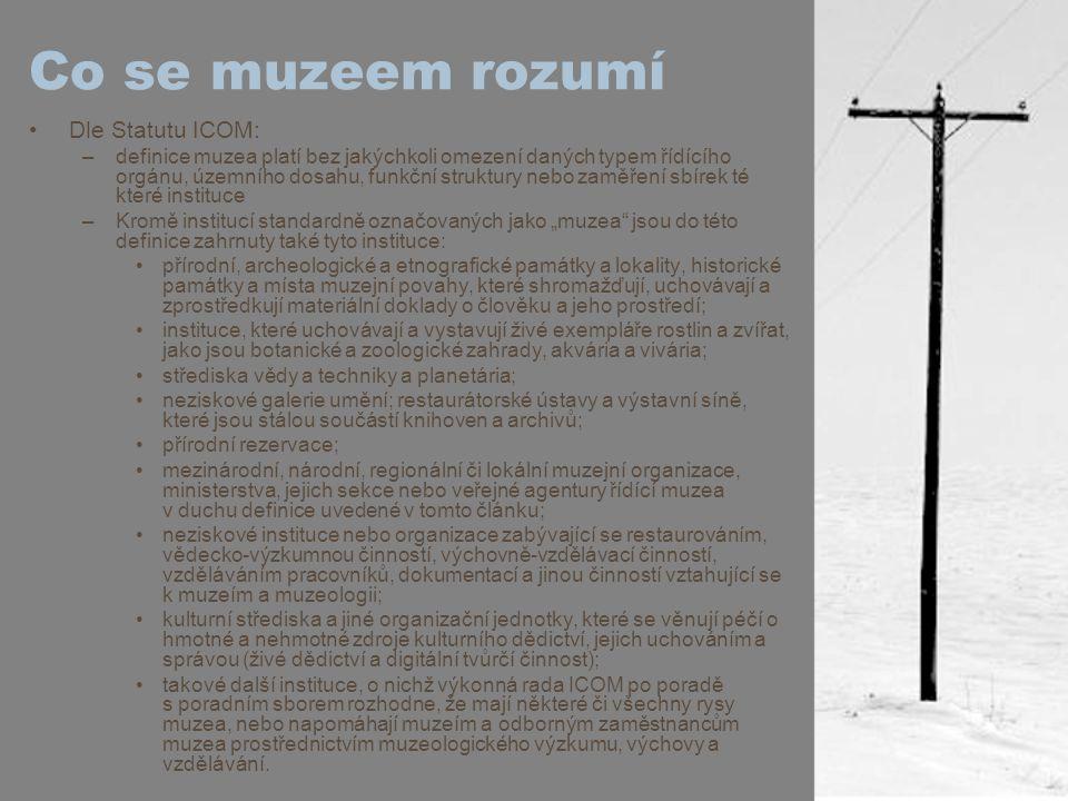 """Rozdělení podle sbírek obecná muzea (v českém prostředí je užíván spíše termín """"vlastivědná muzea ) archeologická muzea umělecká muzea historická muzea etnografická muzea přírodovědná muzea geologická muzea muzea vědy vojenská muzea průmyslová muzea atd."""