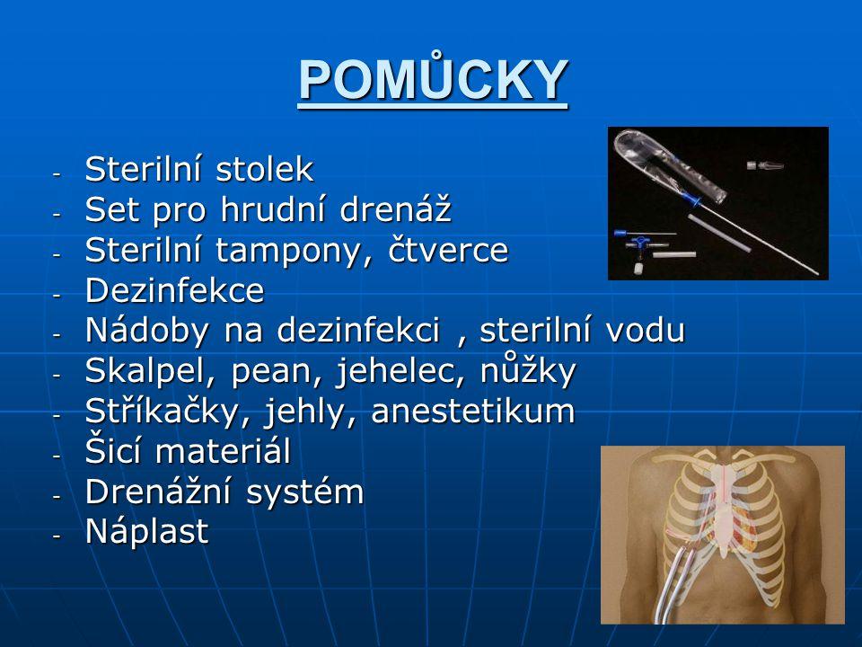 POMŮCKY - Sterilní stolek - Set pro hrudní drenáž - Sterilní tampony, čtverce - Dezinfekce - Nádoby na dezinfekci, sterilní vodu - Skalpel, pean, jehe