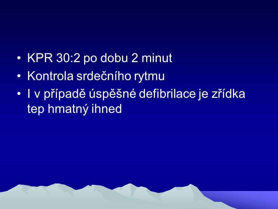 KPR 30:2 po dobu 2 minut Kontrola srdečního rytmu I v případě úspěšné defibrilace je zřídka tep hmatný ihned