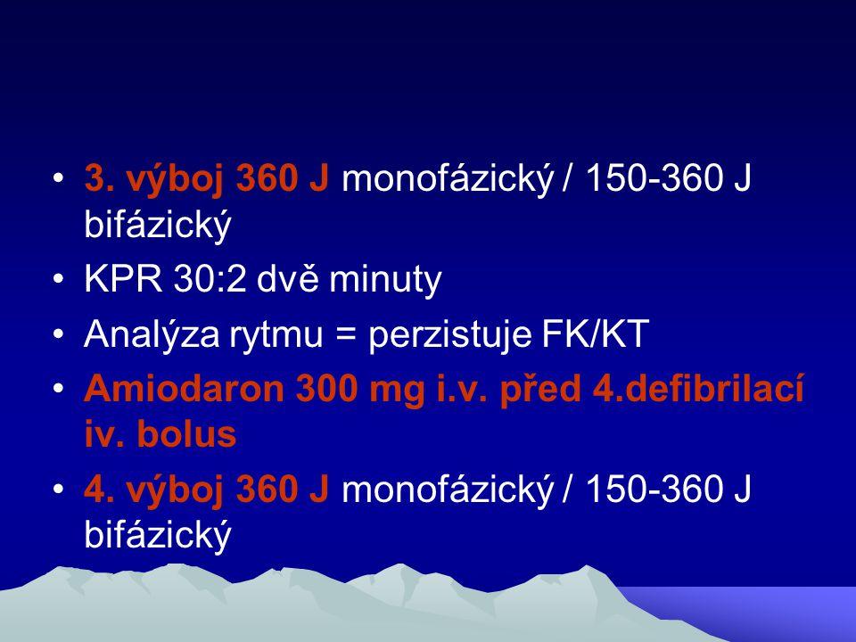 3. výboj 360 J monofázický / 150-360 J bifázický KPR 30:2 dvě minuty Analýza rytmu = perzistuje FK/KT Amiodaron 300 mg i.v. před 4.defibrilací iv. bol