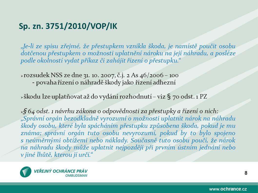 """www.ochrance.cz 8 Sp. zn. 3751/2010/VOP/IK """"Je-li ze spisu zřejmé, že přestupkem vznikla škoda, je namístě poučit osobu dotčenou přestupkem o možnosti"""