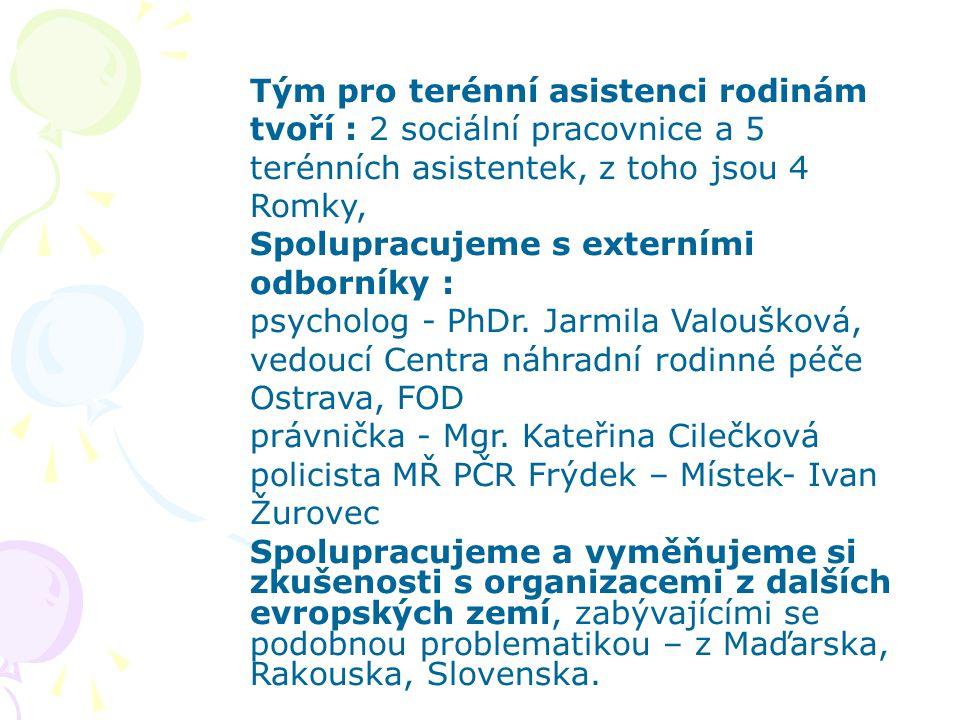 Tým pro terénní asistenci rodinám tvoří : 2 sociální pracovnice a 5 terénních asistentek, z toho jsou 4 Romky, Spolupracujeme s externími odborníky :